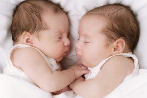 К чему снится девушке беременность двойней?