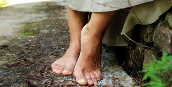К чему снятся босые ноги?
